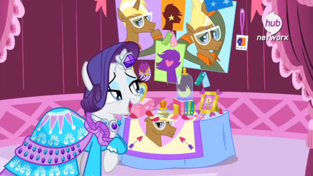 Rarity_looking_at_Trenderhoof_photos_S4E13